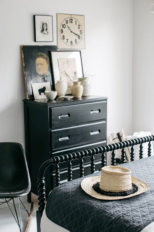 vintage decor in guest bedroom. / sfgirlbybay
