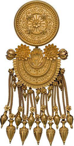 Kuru-aunt fringe brooch, Gold, Circa 1860, Italy Creator :Augusto Castellani.