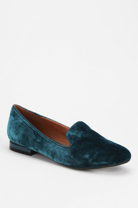 A royal fit #urbanoutfitters #velvet #loafer