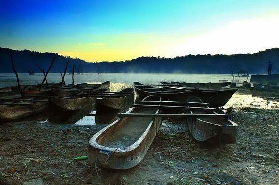 misty morning at tamblingan lake