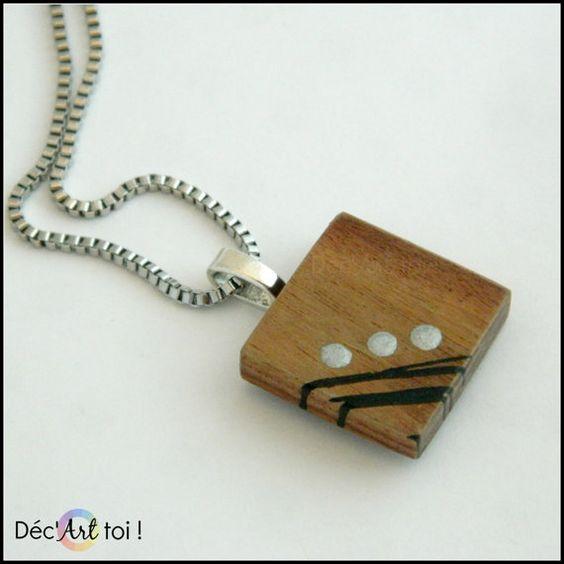 Pendentif carré en bois exotique peint à la main  par DecArttoi, $23.00