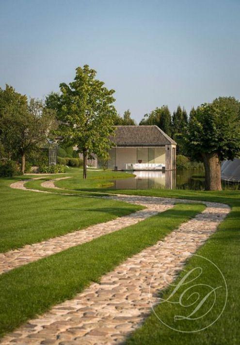 Buiten Vertoeven In Alle Seizoenen Gardenpathway Garden Pathway Garage Driveway Landscaping Landscape Design Driveway Design