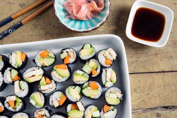 Einmal die Woche leckeres Sushi für den Jodhaushalt. Leicht und schmackhaft sind die kleinen Röllchen noch obendrauf. Ein tolles Abendessen für die ganze Familie! Zutaten  100g Sushireis 1...