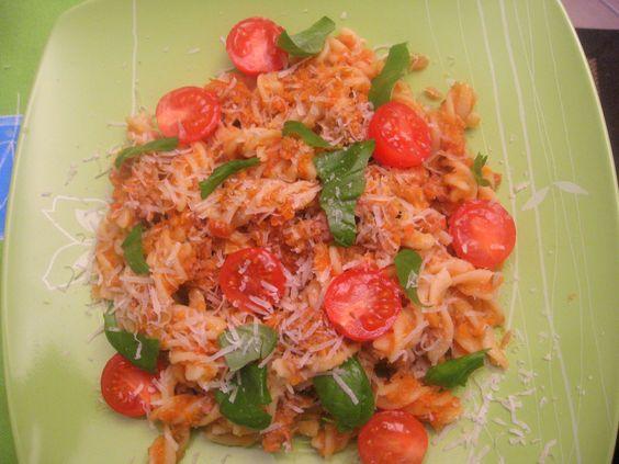 Receita Fusilli com bolonhesa de salsichas por silvaruth - Categoria da receita Pratos principais Carne