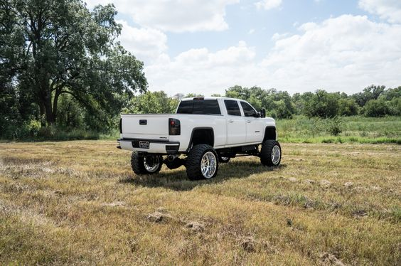 BOSS Luxury & Custom Trucks 2015 GMC Sierra 2500 Denali white