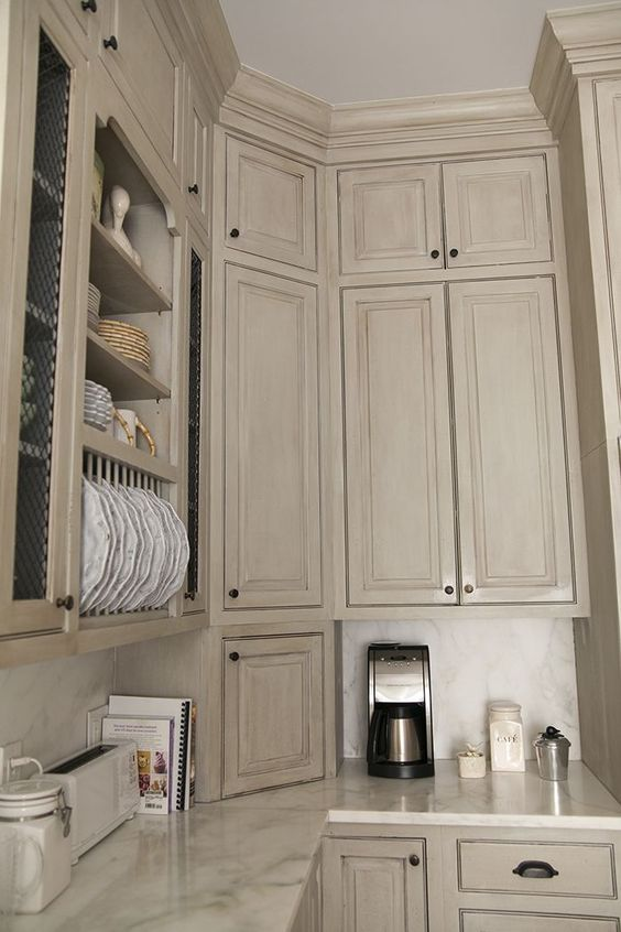 Good examples of aging furniture cabinets with glaze for Examples of kitchen cabinets