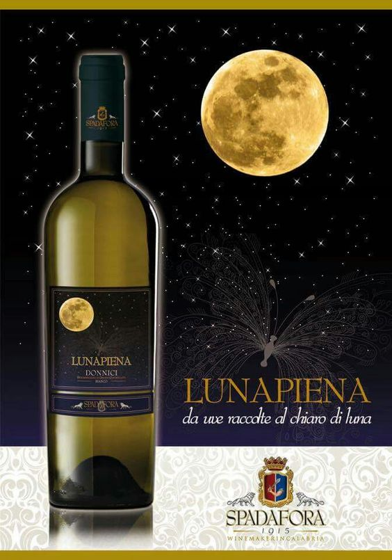 LUNA PIENA Spadafora Wines 1915 www.calagusto.com/prodotto/lunapiena-bianco-riserva-doc/ Il bianco che seduce! il Lunapiena è un vino la cui complessità gustolfattiva, rende l'abbinamento del tutto personale, ottimo finepasto abbinato a formaggi erborinati  #calabria #vini #bianco #party #festa #vinitaly #italia #food #followme #followus #ricette #cucina