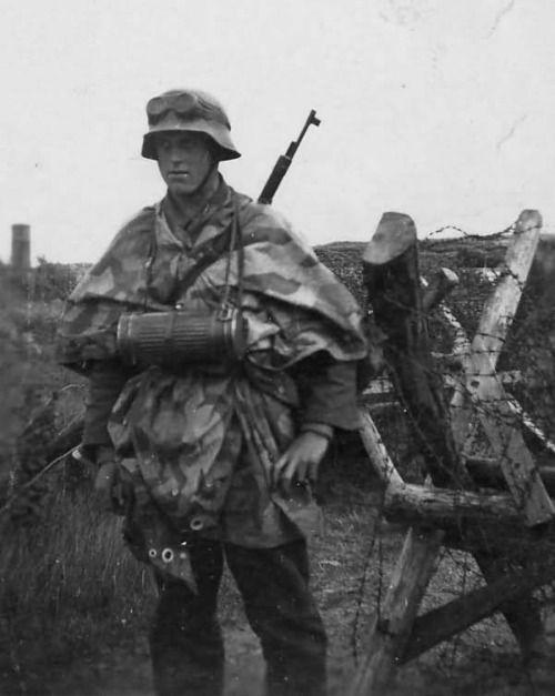 wehrmacht soldier with Zeltbahn Stahlhelm Gasmaskenbuchse