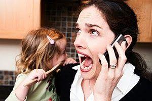 Stress und Burnout: der Eltern steckt auch Kinder an Kinder von Eltern, die an Burnout leiden, sind weit häufiger als ihre Alterskollegen von schulischem Burnout betroffen.  Zu diesem Schluss kommen Forscher der finnischen Universität Jyväskylän, die das Syndrom erstmals generationsübergreifend bei 1100 Eltern mit Burnout und ihren 15-jährigen Kindern untersucht haben.
