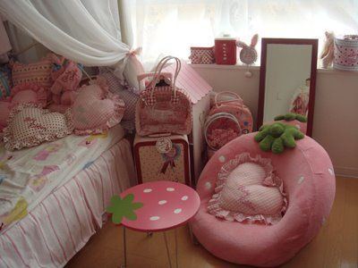 cute lolita bed room: