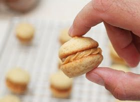 Kokocooks: Banana Whoopie Pies with Peanut Butter Filling