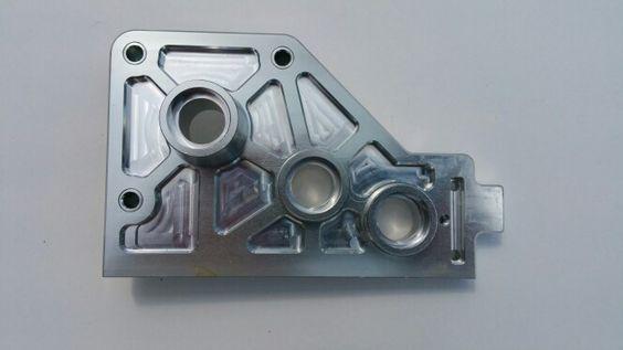 Die neue Alu Getriebe Haltung ersetzt das Original Teil aus Kunststoff