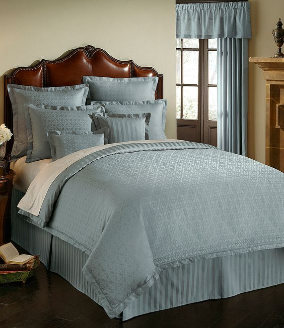 Best Bedding Collections Luxury Hotels And Bedding On Pinterest 400 x 300