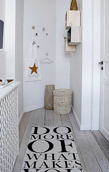 12 id es d co pour styliser un couloir long troit ou - Decoration couloir long et etroit ...