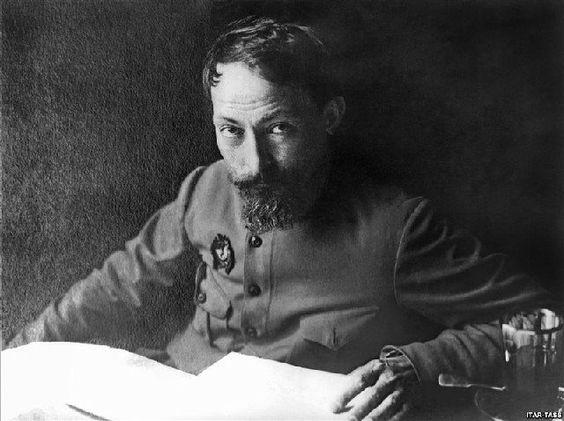 """О запахе политики... 11 сентября 1877 года родился основатель ВЧК, глава ряда наркоматов Феликс Дзержинский. """"За последнее время политика очень часто пахнет нефтью, а нефть — политикой"""" (1926 год)"""