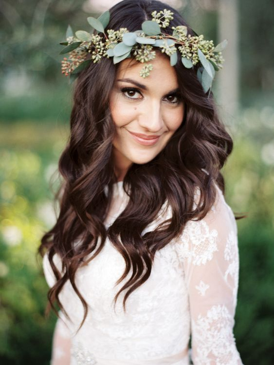 K'Mich Weddings - wedding planning - floral crown - loose hairstyle - 9 Winter Flower Crowns for Your Cold Weather Wedding | Brides