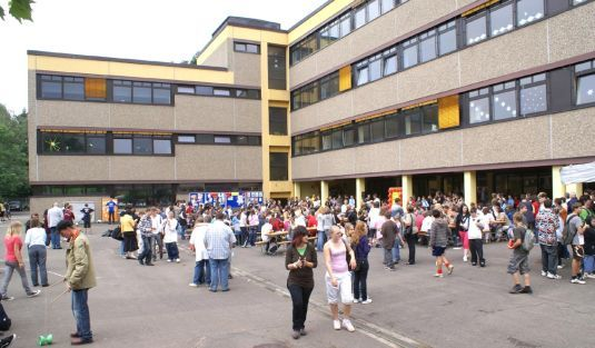 This is the school I went to for my last 4-1/2 years. Back then it was called Reichswald Hauptschule. What fun it was.