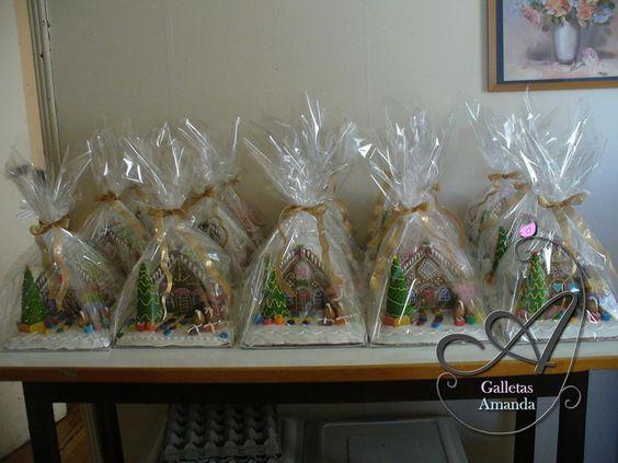 Casitas grandes , todos los productos se entregan en celofán con cinta lurex navideña.