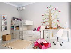 Un dormitorio con litera tipo tren