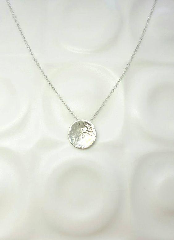 Volle maan ketting / kleine zilveren maan hanger gehamerd / Sterling Zilver…