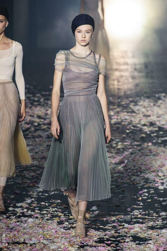 Tendenze moda 2019 - Vestito in tulle plisssettato