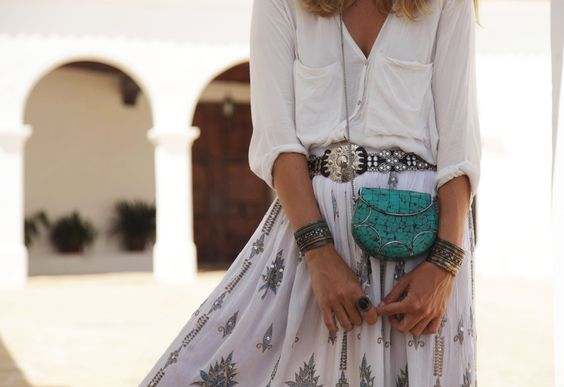 http://stylelovely.com/mydailystyle/2016/08/walk-through-sant-miquel