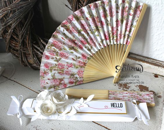 """""""Fächer-Verpackung für Hochzeitsgäste"""" - Stampin´ Up! Artisan DesignTeam BlogHop 05.03.2015 - Verpackung mit dem Umschlag-Board mit Stempelset """"hello life"""" und BigZ """"Spiralblume"""""""