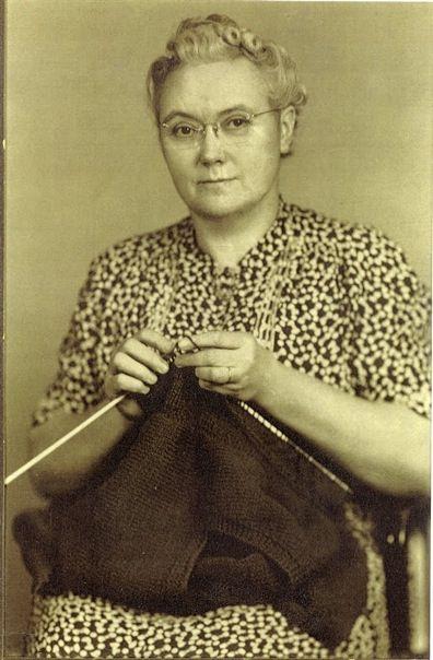 grandma knitting - Buscar con Google