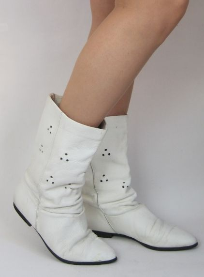 Vintage 1980s Flat White Leather Pixie Slouch Ankle Boots