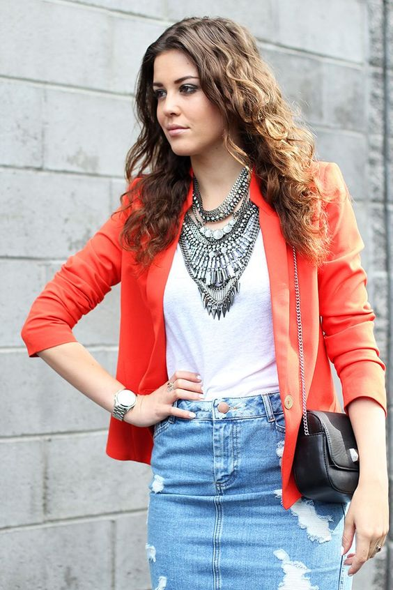 Street style jewelry statement necklace with casual outfit