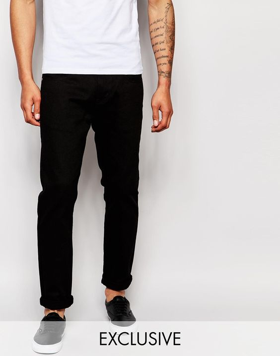"""Jeans von Liquor N Poker Baumwoll-Denim dunkle Waschung normale Bundhöhe Reißverschluss Straight Fit - gerader Beinschnitt Maschinenwäsche 100% Baumwolle Unser Model trägt Größe 81 cm/32"""" und ist 188 cm/6 Fuß 2 Zoll groß exklusiv bei ASOS"""