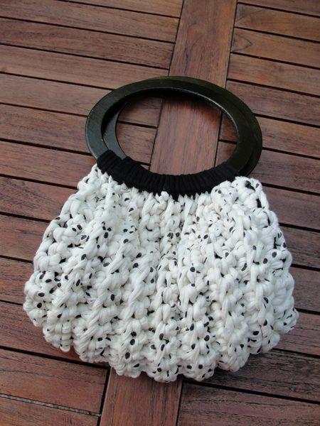 gehäkelte Handtasche mit Holzgriffen von Karlems Lädchen auf DaWanda.com