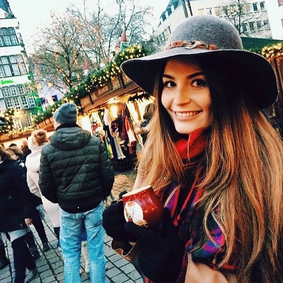 Need some #glühwein back in my life! #cologne #mulledwine #germany #christmas #germanchristmasmarket #xmas #travel #tbloggers #travelblogger #tblog #bblog #bbloggers #beautyblogger #beauty #blog #instapic #instadaily #love