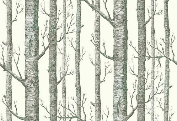 Woods  zwart-wit - Het geschilderde berkenbos zorgt voor een organisch patroon op je muur, waardoor de ruimte extra diepte krijgt. Het oorspronkelijke ontwerp is afkomstig van Michael Clark uit 1959. Rollengte: 10 m Rolbreedte: 0,52 m Patroonhoogte: 0,72 m