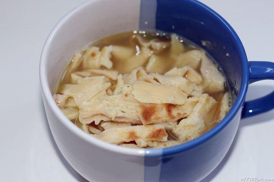 An diesen immer kälter und kälter werden Tagen helfen heiße Getränke oder Suppen optimal um von Innen warm zu werden. Da nicht jeder immer Zeit hat eine frische Suppe, wie eine Kartoffel oder Karotten-Ingwer-Suppe, herzustellen gibt es auch die Alternative einer klaren Suppe, also einer klaren Brühe mit Einlage. Je nachdem was ihr gerade daheimRead More
