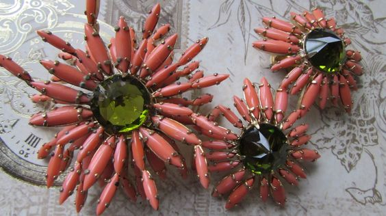 Stunning Vintage Schreiner Brooch, Schreiner Ruffle Brooch, Spider Mum Ruffle, Schreiner Jewelry, Couture, Elegant Estate, Earrings by theglassfeathernest on Etsy https://www.etsy.com/listing/223132960/stunning-vintage-schreiner-brooch