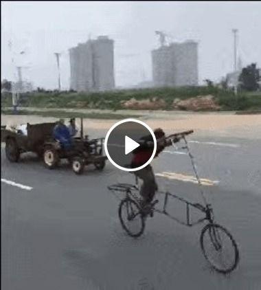 Homem de bicicleta posta corrida.
