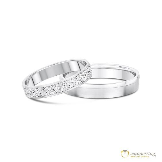Eheringe Munia: in Weißgold, Palladium, Platin oder Gelbgold. Der Damenring glitzert durch die Diamantierung, als wäre er mit hunderten Diamanten besetzt. Jetzt als Musterrringe testen! #Trauringe #Ringpaar #Hochzeit