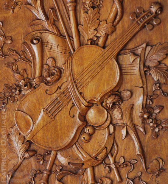 Carved Panelling in walnut Relief 8 mm http://www.patrickdamiaens.be