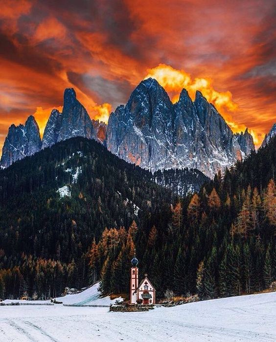 「FOLLOW @pukka_nature @pukka_nature for more awesome photos Fİre, Dolomites, Italy / Photography By @jacob」