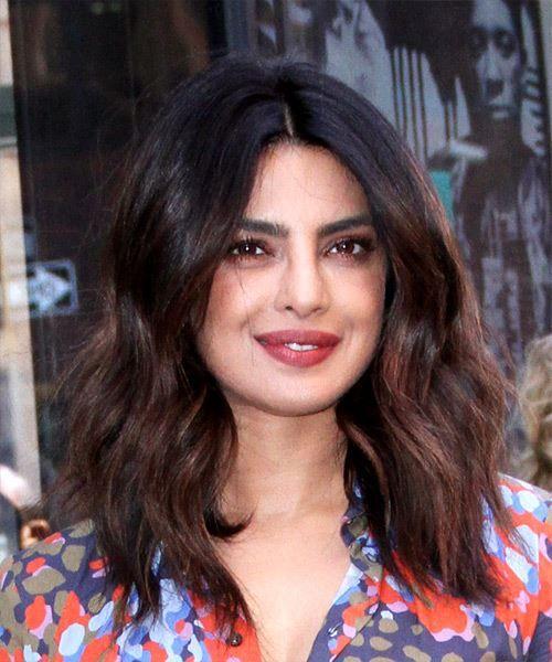Priyanka Chopra Medium Wavy Dark Brunette Bob Haircut Dark Brunette Hair Angled Bob Hairstyles Bob Hairstyles