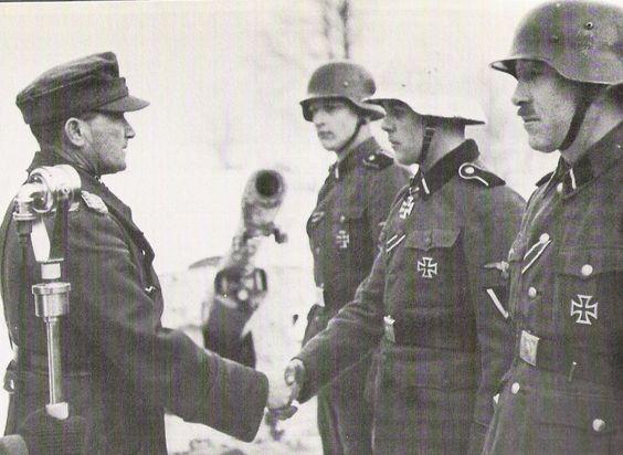 SS-Freiwilligen-Panzergrenadier-Division Nordland, menganugerahkan Ritterkreuz kepada SS-Sturmmann Gerardus Mooyman tanggal 20 Februari 1943