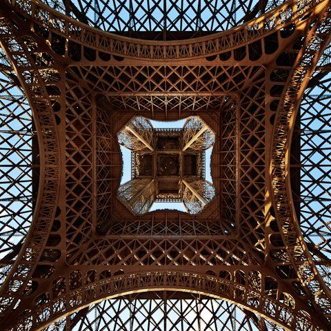 Very cool perspective of the Tour Eiffel!