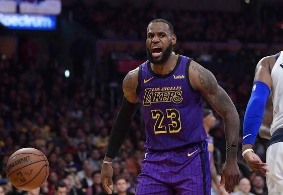 Agenbola889 - NBA sudah berjalan hingga saat ini. Pada tanggal 30 November waktu setempat, LA Lakers berhasil mendapatkan hasil kemenangannya kembali. LA Lakers bersama pemain anyarnya, LeBron James tampil cukup memuaskan akhir-akhir ini. Menghadapi Dallas Mavericks di Staples Center, LA Lakers berhasil meraih kemenangan dengan skor akhir 114-103.