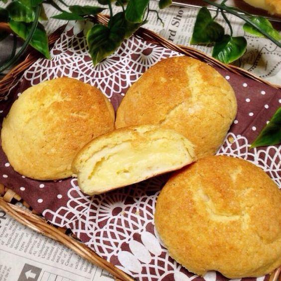 このレシピは、メロンパンのクッキー生地のものです٩꒰৹৺৹ઌ꒱ なんとなーく、メロンパンつくりたくなっただけw 中は、簡単カスタード♥️ これもいつもの適当レシピ٩꒰ ꇐω ꇐ๑꒱۶ パン生地は、いつもの私レシピで☻  味はねぇ、HMって感じの味です✨ - 12件のもぐもぐ - マーガリンとHMでなんちゃってメロンパン by みさmaman