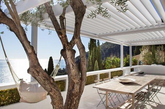 #VueMer incroyable et terrasse agréable pour cette maison #AVendre à #Eze | Sur www.meretdemeures.com Alpes-Maritimes, #BordDeMer