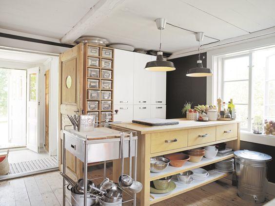 Un Bancone Di Lavoro A Isola Divide Gli Ambienti E Moltiplica Gli Spazi Cucina Kitchen