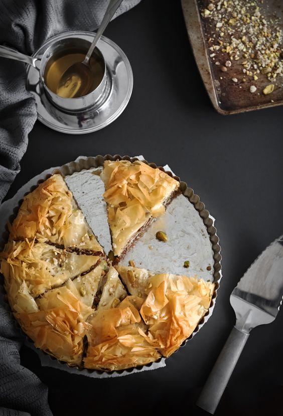 Gesalzene griechischen Honig-Nuss-Torte | Sprinkle Bakes