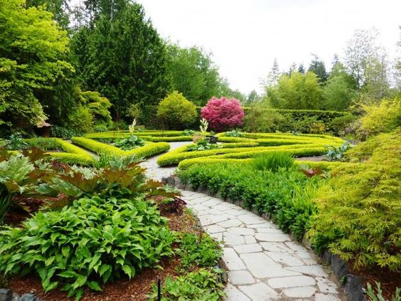 Heronswood, which was founded in 1987 by famed horticulturalist, plant hunter, garden writer, and nurseryman Dan Hinkley and his partner Robert Jones,