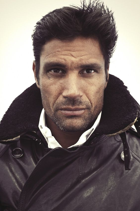 Manu Bennett is not only the Champion of Capua, but he's also a rugby player, dancer, and pianist. Call me?!?!